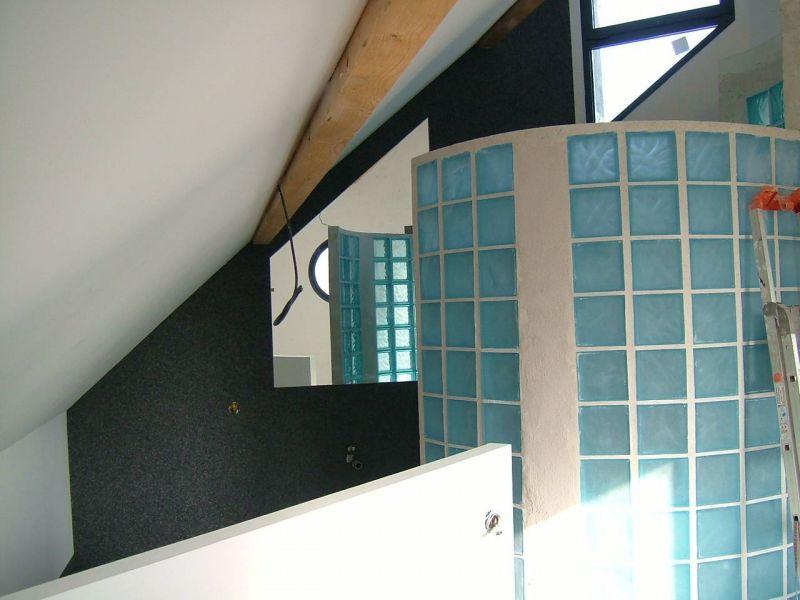 la moquette de pierre le mur de la salle de bain galement en gravicolor - Moquette Salle De Bains